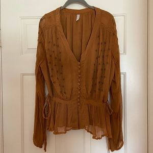 AMAZING Free People camel color, boho look top